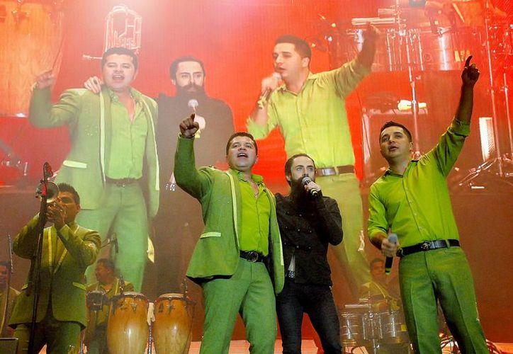 La Arrolladora Banda El Limón seleccionó a varios compositores para su nuevo disco, entre ellos le yucateco Armando Manzanero. (ndmx.co)