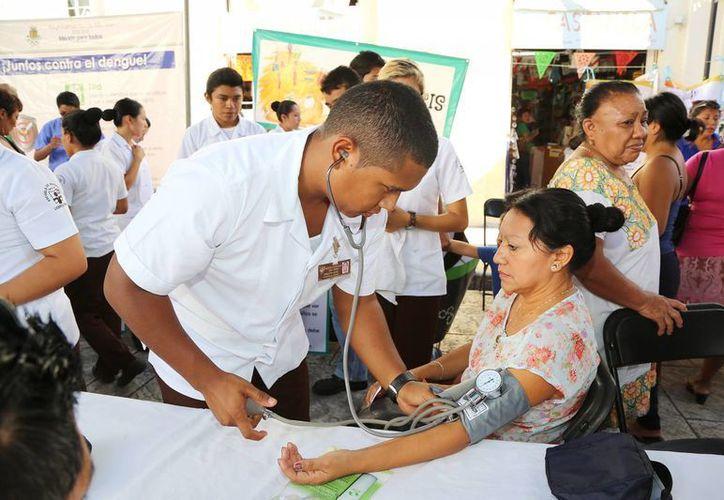 Ayer se inauguró en el parque Eulogio Rosado la Feria de la Salud número 100. (SIPSE)