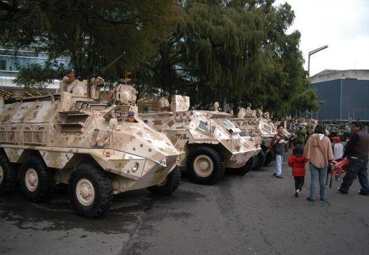 Una parte del ensayo mostró el desplazamiento de vehículos blindados y de agrupamientos montados. (Agencias/Contexto)