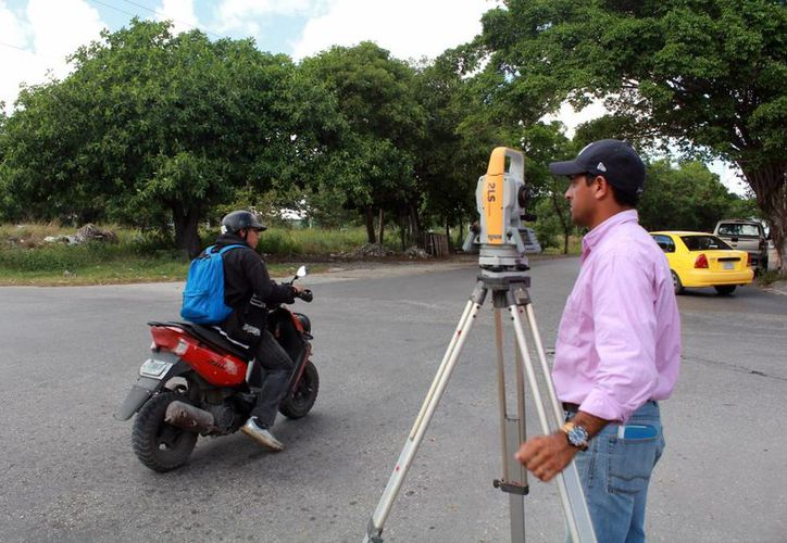 Realizan estudios en la avenida Chac Mool, en el cruce con la avenida Chichén Itzá. (Luis Soto/SIPSE)