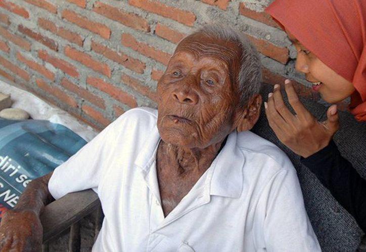 La extrema vejez de Mbah Gotho lo ha sometido a muchas dificultades. ya que no puede ver, ni caminar. (globallookpress.com)