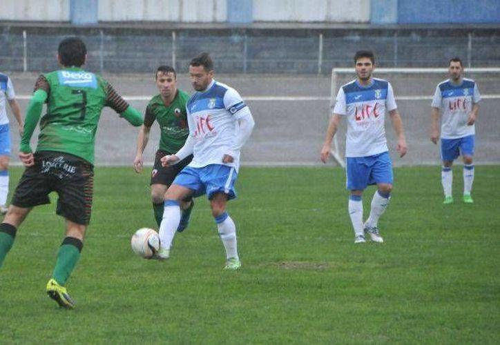 Los rivales de El Canelas 2010, de la cuarta categoría portuguesa, prefieren pagar una multa a presentarse al partido. (Foto  C.F. CANELAS 2010)