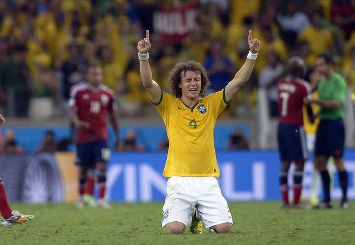 Al minuto 69, David Luiz puso cifras definitivas con un cañonazo que se incrustó en la meta de Ospina. (Foto: AP)