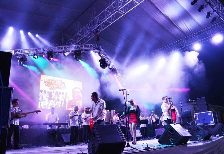 Música, alegría y baile caracterizaron el cierre del Festival de Cultura del Caribe en su edición 2014. (Manuel Salazar/SIPSE)