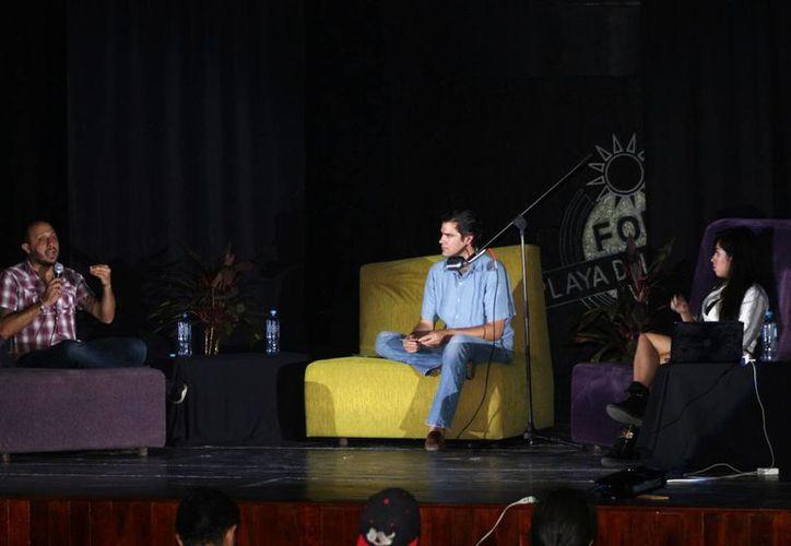 Salvador Castañeda (izquierda) y Michelle Desachy (derecha), los dos ponentes que participaron ayer. (Adrián Barreto/SIPSE)