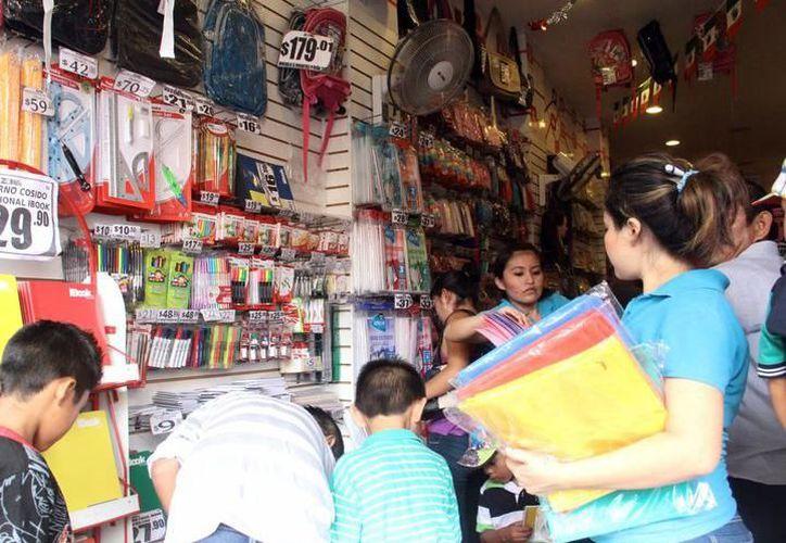 Muchos de los trabajadores del sector comercial se han ido a los nuevos mercados en Mérida. (Foto: Contexto/SIPSE)