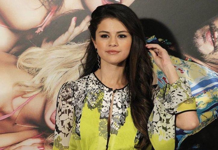 En el nuevo primer sencillo de Selena Gomez predominan los fondos musicales electro-pop.(EFE)