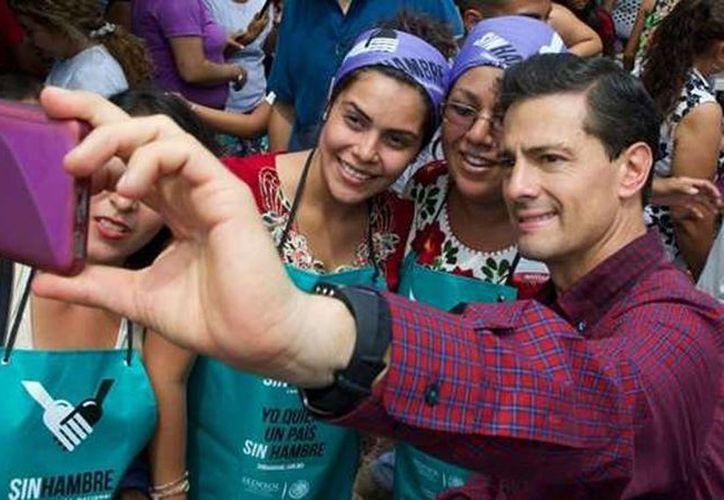 Imagen del presidente Enrique Peña Nieto durante una de sus transmisiones en vivo con la aplicación de Periscope. (presidencia.gob.mx)