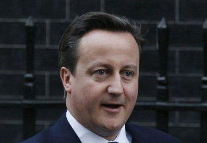 El primer ministro británico, David Cameron, ordenó sendas investigaciones por intervenciones telefónicas de News of the World. (Agencias)