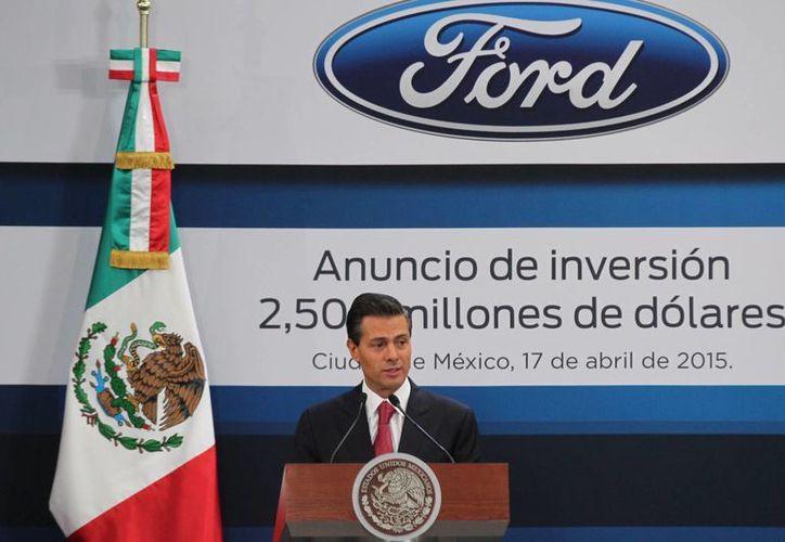 Enrique Peña Nieto hizo la presentación de la nueva inversión de Ford en las nuevas plantas de Chihuahua y Guanajuato en la residencia oficial de Los Pinos.  (Notimex)