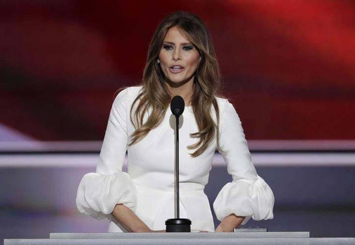 En los últimos días se han divulgado datos sobre Melania Trump que han golpeado a la campaña de su esposo. (AP)
