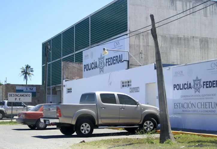La Policía Federal de Quintana Roo ayuda en el caso del robo del tráiler que transportaba medicamentos. (Harold Alcocer/SIPSE)