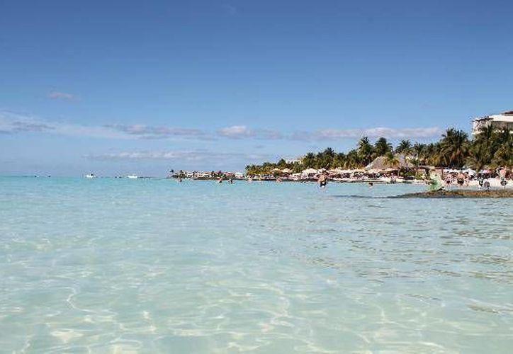 Los funcionarios de la administración municipal espera cumplir con los requisitos exigidos para la certificación de Playa Norte en Isla Mujeres. (Foto de Contexto/Internet)