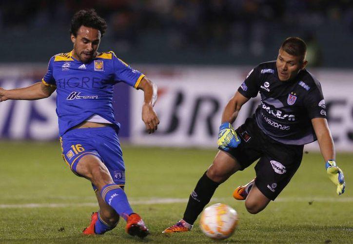 Enrique Esqueda fue uno de los autores de los goles de Tigres, que ganaron 2-1 en la ida de octavos de final a Sucre en Copa Libertadores. (Foto: AP)