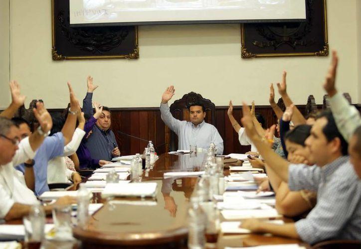 Imagen de la sesión donde el Cabildo aprobó por unanimidad el programa de apoyo a deudores. (Milenio Novedades)