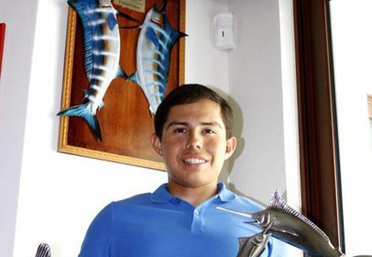 José Eduardo Catzín, gano dos torneo de pesca ese mismo año. La emoción que le dejo el 2012, sigue presente. (Francisco Gálvez/SIPSE)