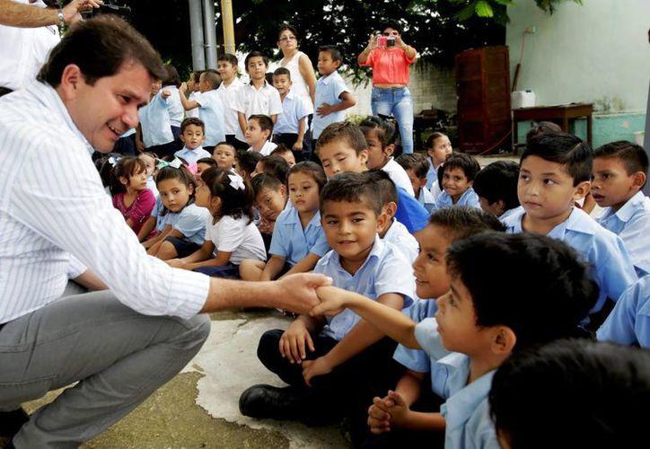 Se intensifica la entrega de paquetes escolares del programa Bienestar Escolar en los 106 municipios de Yucatán. (Foto cortesía del Gobierno estatal)