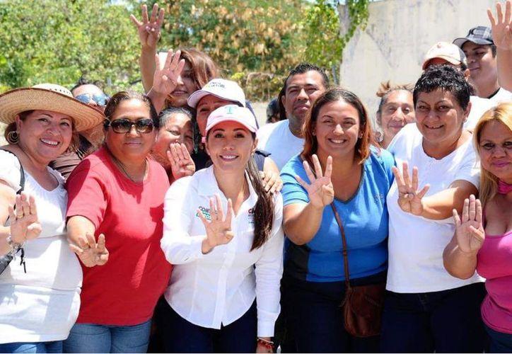 Candy visitó a los vecinos de la supermanzana 516, 505 y del fraccionamiento Las Palmas. (Foto: Redacción)