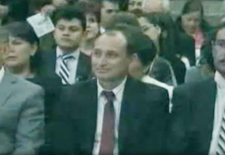 El maestro yucateco Fredy de Jesús Góngora Cabrera en el evento en el Castillo de Chapultepec donde recibió su reconocimiento como mejor maestro. (Captura de pantalla video)