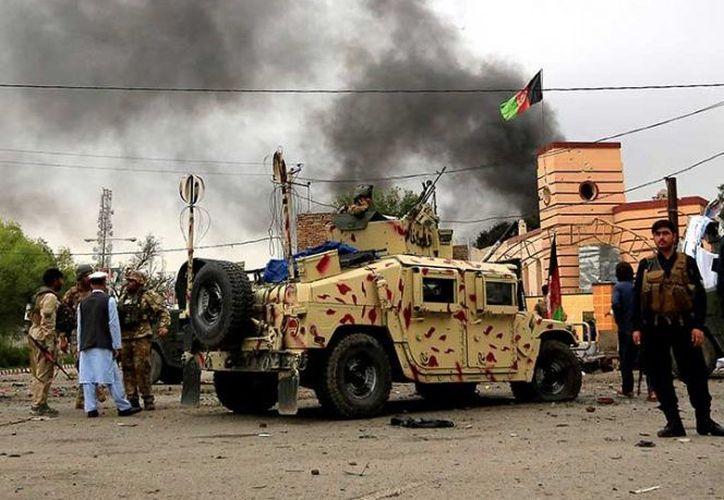 La explosión dejó daños en la zona del edificio gubernamental. (excelsior.com)
