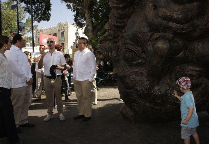 La exposición al aire libre busca que la gente pueda interactuar con las esculturas. (Theani Ruz/SIPSE)