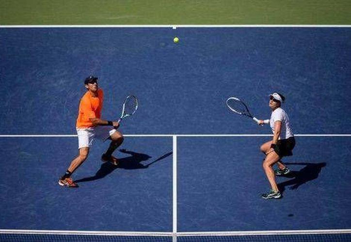 El mexicano Santiago González y su pareja, la estadounidense  Abigail Spears vencieron 6-3, 6-4 y clasificaron a la final de dobles mixtos en el US Open. (atpworldtour.com)