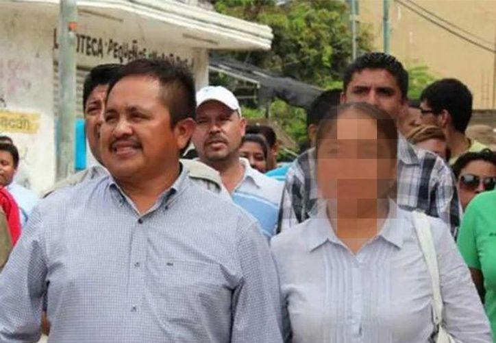 La Procuraduría General de Justicia del Estado obtuvo auto de formal prisión contra el presidente municipal de Aquila, Juan Hernández Ramírez (izq), acusado de homicidio. (Excelsior)
