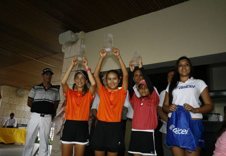 Ganadores del Yucatán Country Club en la categoría 10-11 años en la Gira Infantil y Juvenil del Sureste. (Milenio Novedades)