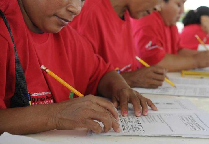 En este año, 331 personas aprendieron a leer y escribir y están en atención mil 200. (Redacción/SIPSE)