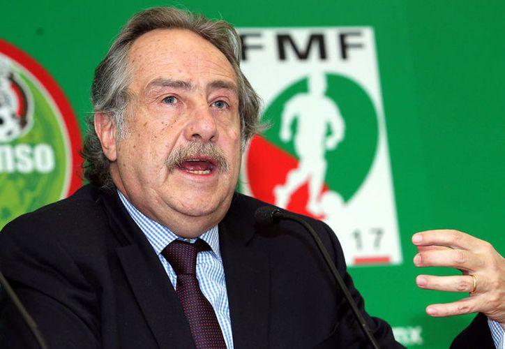 Decio de María, presidente de la Federación Mexicana de Fútbol (FMF), afirmó que la regla 20/11 es un tema que se estudia. (Contexto/Internet)
