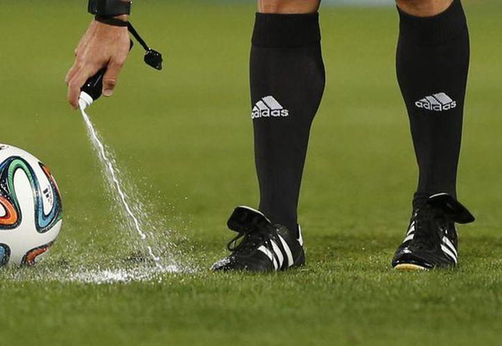 El Spray que se usa en el futbol fue inventado por un argentino. (Foto: Agencias)