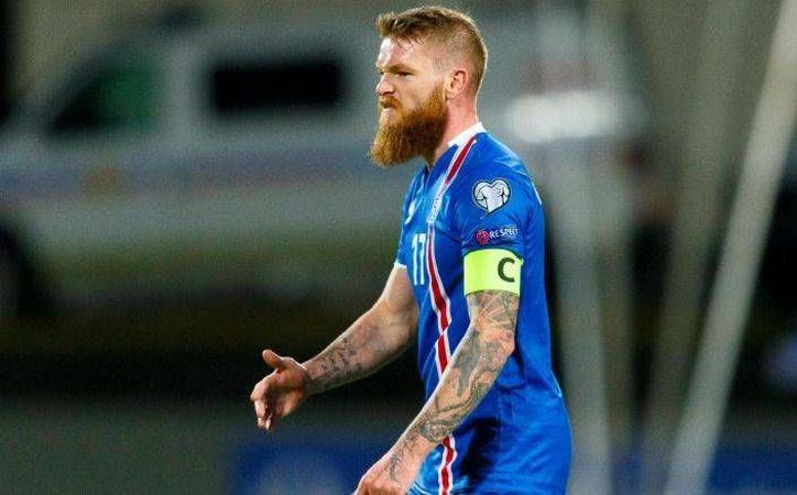 Aaron Gunnarson jugó el épico partido en que su selección, Islandia remontó para vencer 3-2 a Finlandia en partido de eliminatoria mundialista. (EFE)