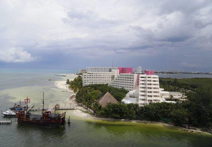 Más de 120 mil turistas de esas nacionalidades  han descansado en Cancún y Puerto Morelos. (Israel Leal/SIPSE)