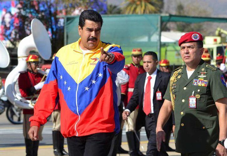 """Nicolás Maduro acudió la víspera a la Asamblea Nacional para pedir poderes especiales para enfrentar lo que consideró como """"la amenaza del gobierno de los Estados Unidos"""". (Archivo/EFE)"""