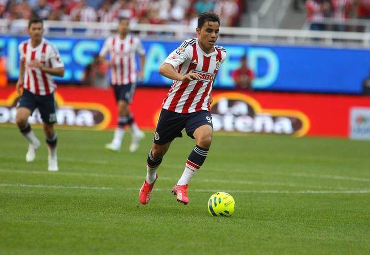 El gol de Omar Bravo le dio un respiro a Chivas en su búsqueda por la permanencia. (Foto: Twitter @chivas)