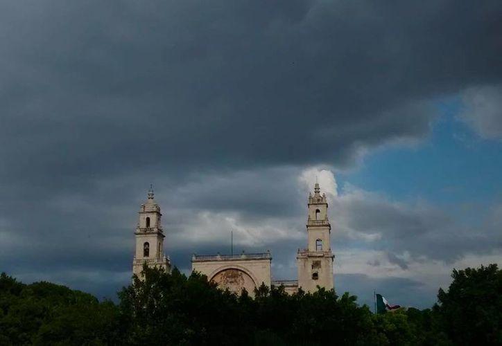 La Conagua emitió un aviso de tormentas para el oriente de Yucatán. No se descarta la llegada de las celdas, con fuerte actividad eléctrica, a Mérida. (SIPSE.com)