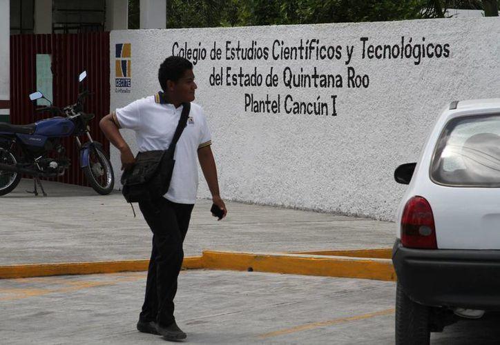 Más de 400 estudiantes de nuevo ingreso terminan hoy sus cursos de inducción en dicho plantel. (Sergio Orozco/SIPSE)