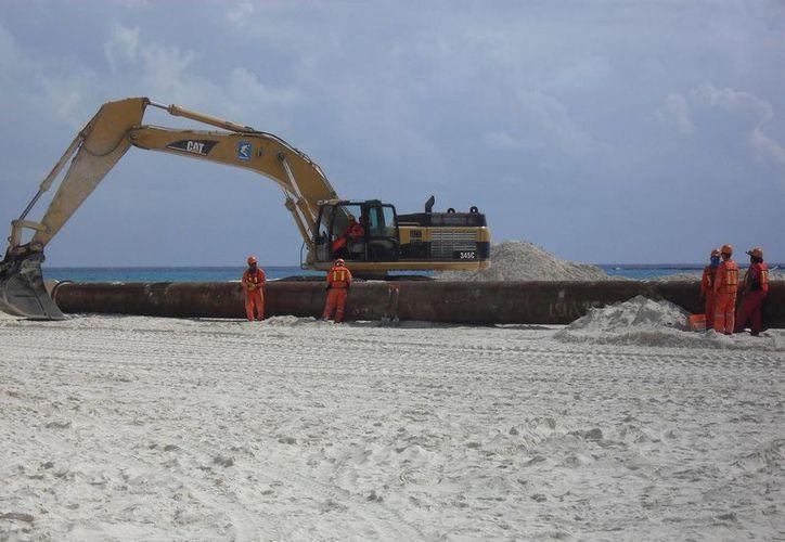 En 2010 se rellenaron 4.2 kilómetros de arenales en Playa del Carmen. (Archivo/SIPSE)