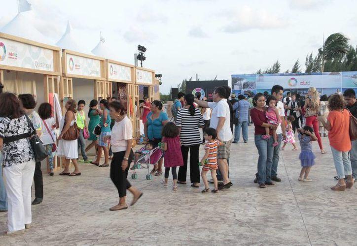 La exposición tuvo alrededor de 800 asistentes. (Tomás Álvarez/SIPSE)