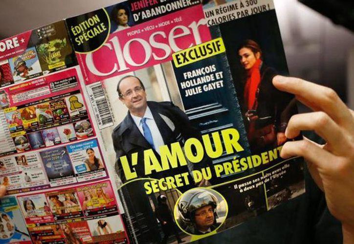 La revista Closer recibió la documentación de Julie Gayet y su abogado de la demanda por 54,000 euros (74,000 dólares) por daños y honorarios. (Internet)