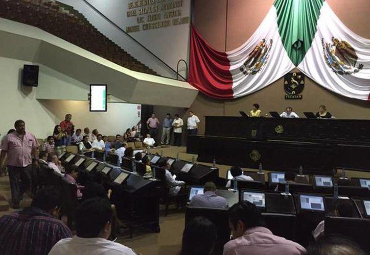 Imagen de la sesión de pleno en el Congreso del Estado. Se designó al diputado Dafné López Martínez como presidente para la Diputación Permanente. (@DafneLopezM)