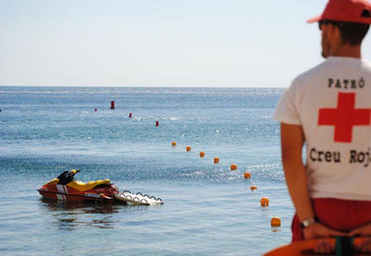 Ante un ahogamiento, lo mejor es conservar la calma y proporcionar a la persona los primero auxilios, así como solicitar ayuda a números de emergencia. (Foto: Internet).