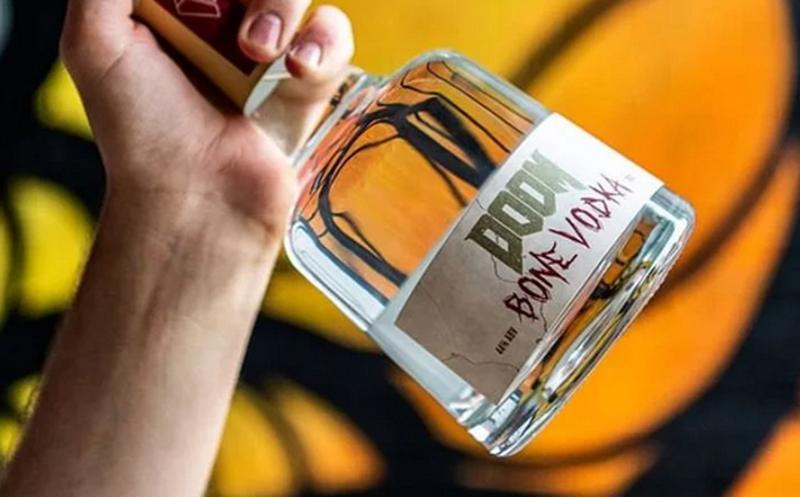 DOOM lanza su propia Vodka y está hecha con huesos de vaca
