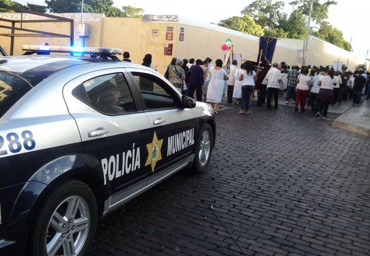 La Policía Municipal de Mérida acompaña en su recorrido religioso a los fieles católicos. (Milenio Novedades)