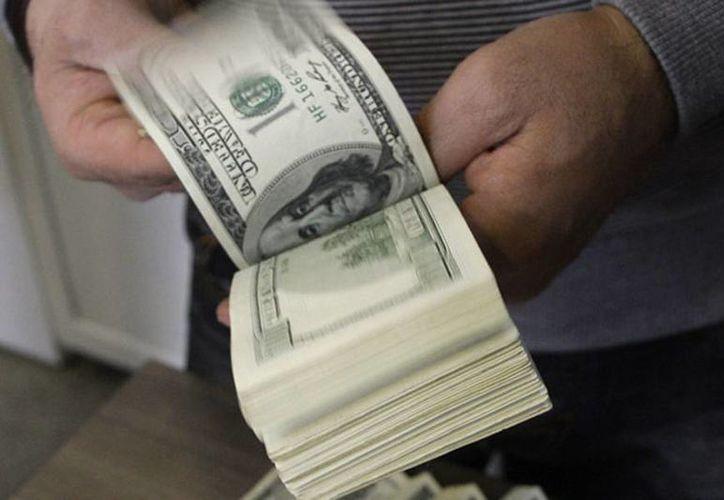 En casas de cambio de Mérida, la divisa estadounidense se ofreció hasta en 13.03 pesos. (Archivo/AP)