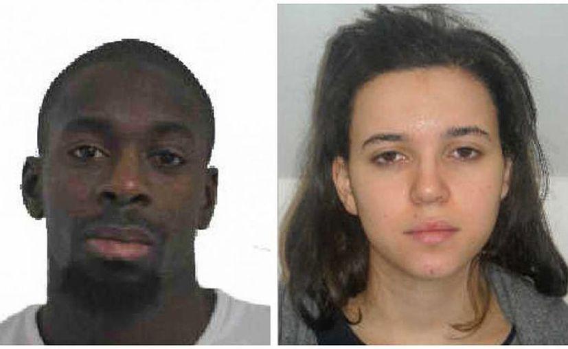 Hayat Boumeddiene (d), de 26 años, buscada por la Policía de Francia,  se casó con Amedy Coulibaly, quien falleció a manos de las autoridades este viernes. A ambos se les ha responsabilizado del ataque contra una tienda de productos Kosher (Foto: AP)