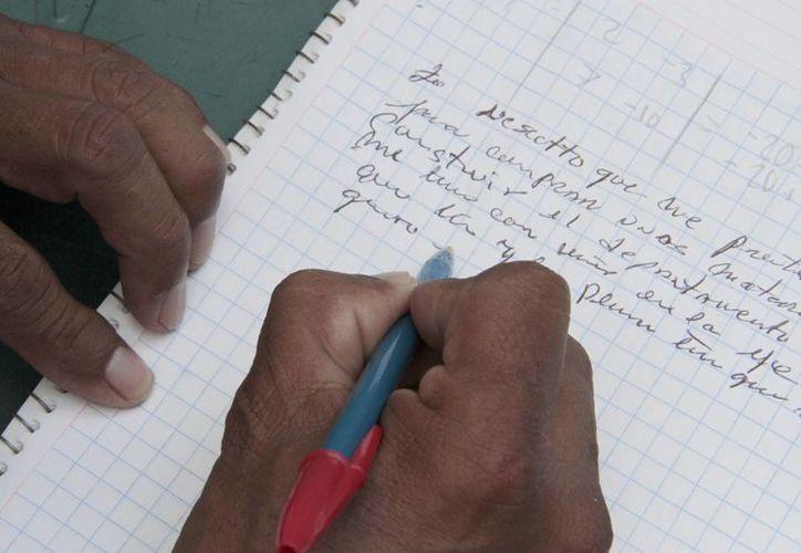 """Las autoridades educativas buscan trabajar con estudiantes en las reglas ortográficas como el uso de la """"v"""" y """"b"""", la correcta escritura de las palabra con """"s"""", """"c"""" y """"z"""". (Tomás Álvarez/SIPSE)"""