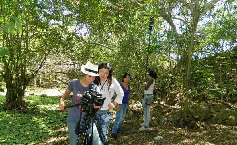 """Jóvenes realizadores participan en """"Documental Yucatán 2013"""". (Milenio Novedades)"""