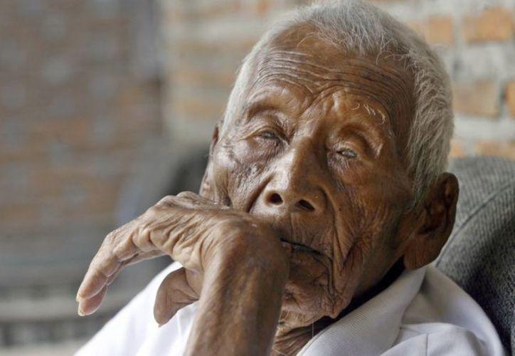 El hombre más longevo del mundo tenía 145 años de edad  y murió ayer. (@torreon/Twitter)