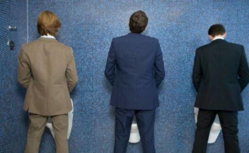 Los problemas para orinar pueden deberse a la vejiga hiperactiva y no solo a males en la próstata. (noticias24.com)